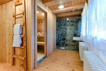 Bad mit angrenzender Sauna