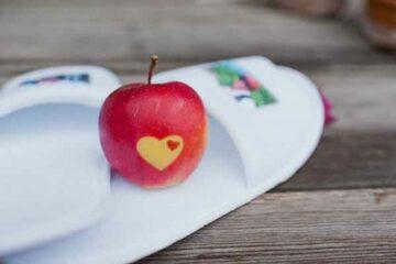 Apfel mit Herz in Schale