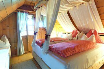 Doppelbett in Himmelbettoptik