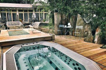 Whirlpool auf Holzterrasse