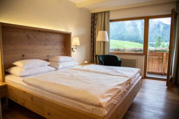 Doppelbett und Balkon