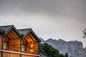 Gauben als Balkon und Berg im Hintergrund
