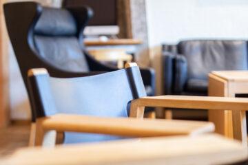 Ledersessel und Stuhl
