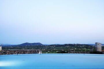 Pool mit Blick über die Insel