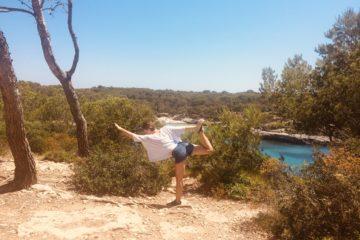 Frau macht Yoga Pose