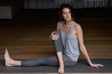 Frau in Yoga-Pose