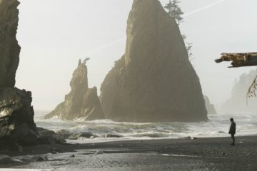 Aufragender Felsen im Meer