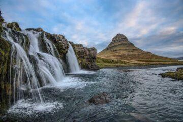 Berg und Wasserkaskaden